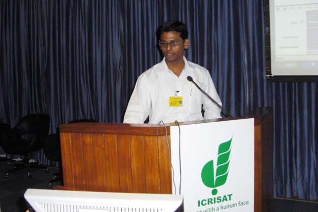 Mr. Gerard Sylvester of ICRISAT providing technical training on digital content creation and management